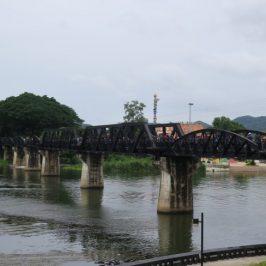 Kanchanaburi: El Puente sobre el Río Kwai y el Cementerio de la Guerra