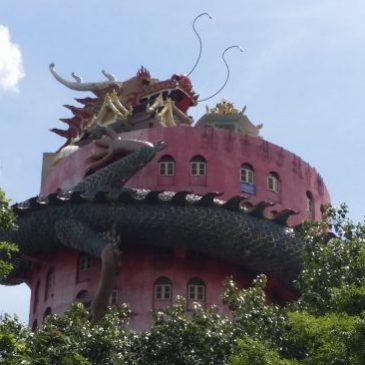 """Bangkok: Wat Samphran """"El Templo del Dragón"""""""