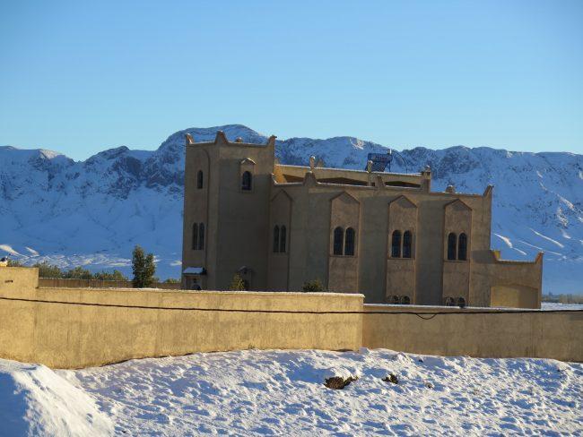Casas con nieve en el Alto de la Camella