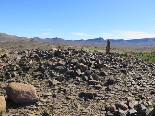 Menhir en el desierto