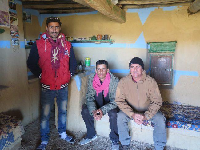 Imagen de Yayo y los guardas del yacimiento de petroglifos