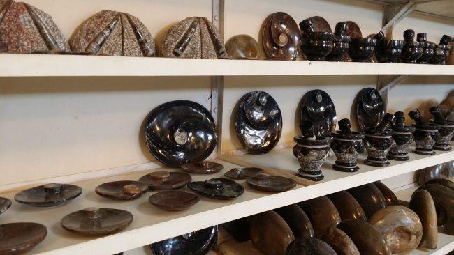 Goniatitas en mármol negro