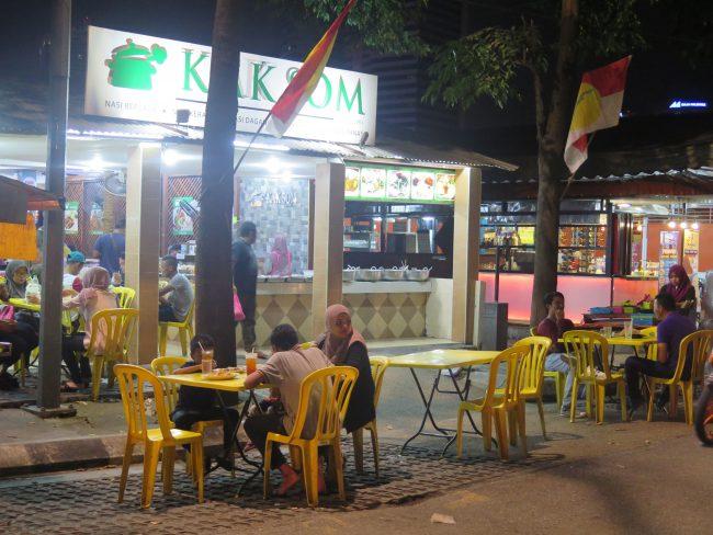 Cenar con malayos en Kuala Lumpur