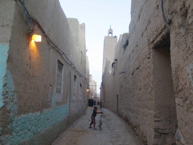 Calle de un pueblo del desierto
