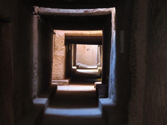 Calles techadas de un pueblo de Marruecos
