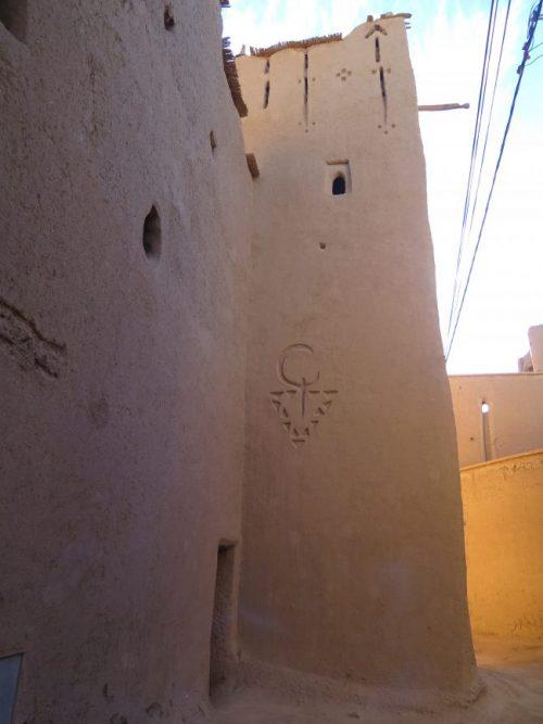 Torre decorada con motivos bereberes