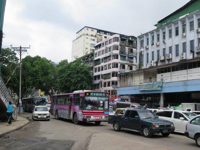Tráfico en Yangon
