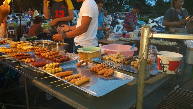 Comer en Kanchanaburi