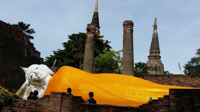 Famosos buda de  Ayutthaya cubierto de tela