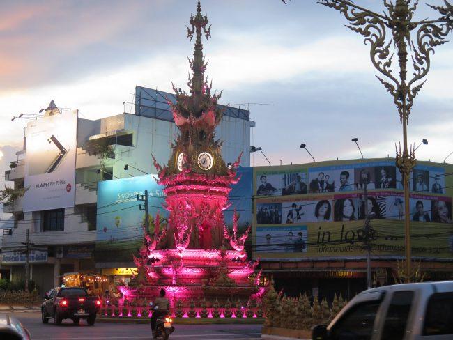 Obras del mismo artista del Templo Blanco de Chiang Rai