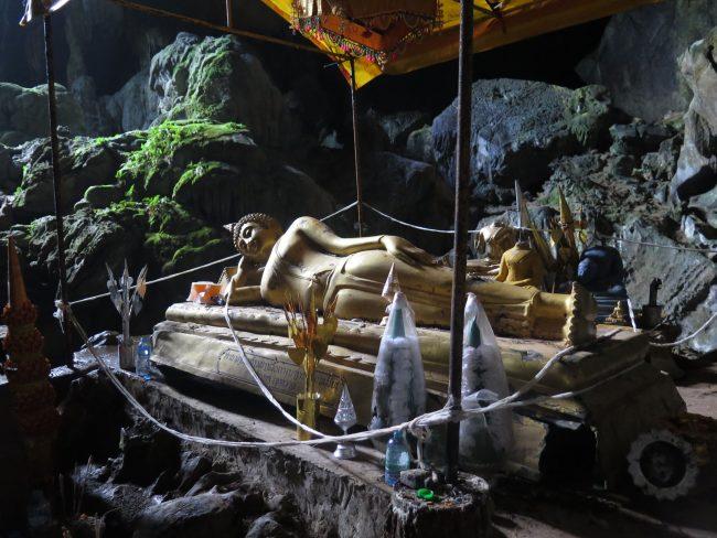 Buda reclinado cueva Vang Vieng
