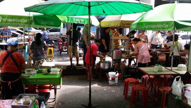 Puestos callejeros de comida en Bangkok