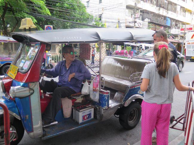 El timo de los tuk tuks en Bangkok