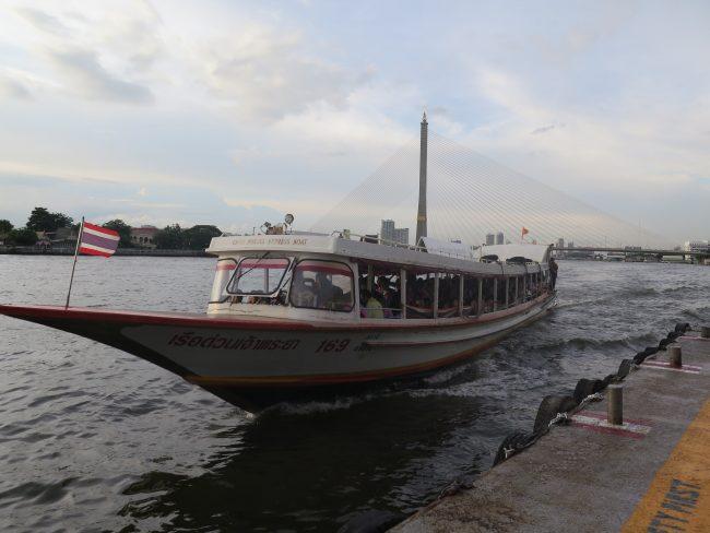 Desplazarse por el río en Bangkok