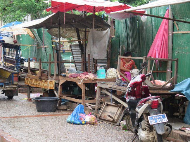 Sucios mercados de Laos