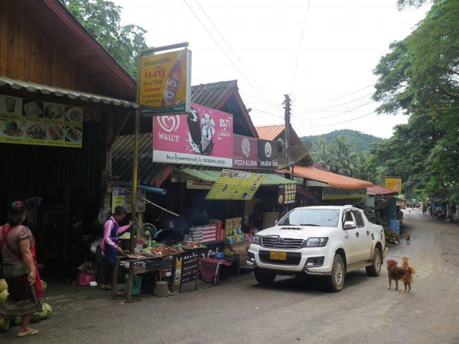 Dónde comer en las cataratas Kuang Si