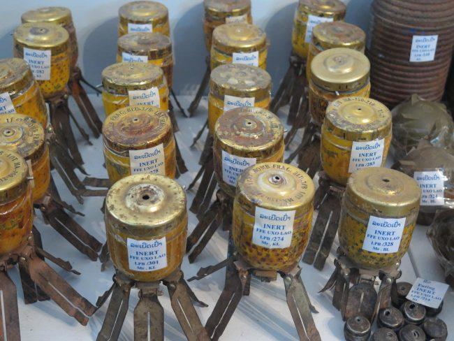 Desactivación de explosivos en Laos