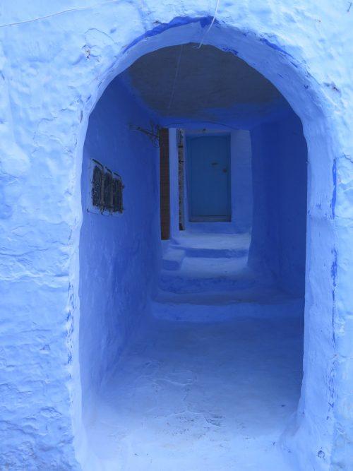 Ciudad marroquí encalada de azul
