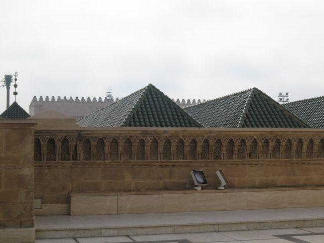 Mezquita y Biblioteca Explanada Torre Hassan