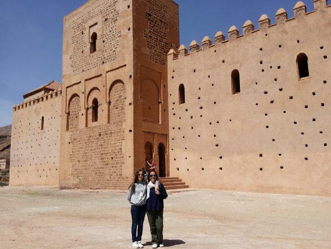 Minarete en mitad del muro de la quibla