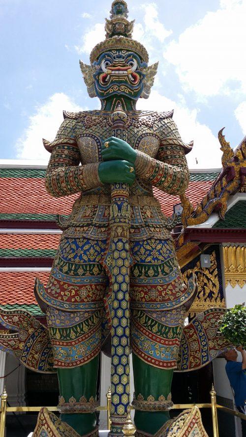 Reconocibles guardianes del Palacio Real de Bangkok