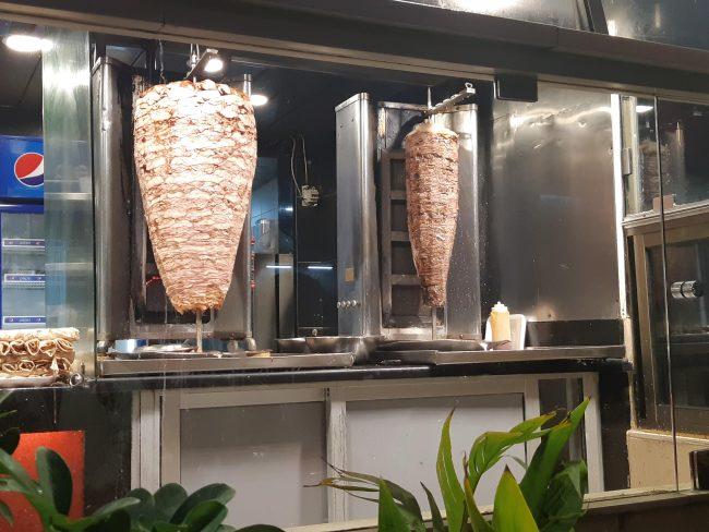 En qué se distingue un shawarma de un kebab