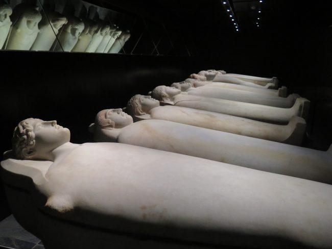 Sarcófagos con influencias egipcias, griegas y egipcias