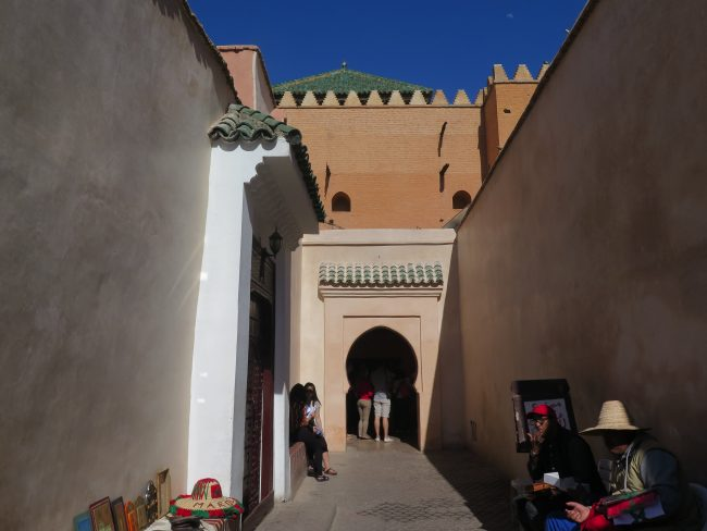Entrada a las tumbas saadíes junto a la Mezquita Moulay El Yazid