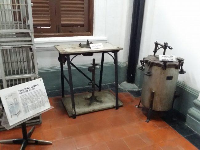 Objetos médicos de la época colonial en Malasia