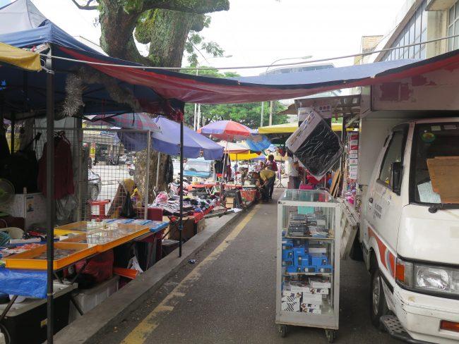 Venta ambulante en el Mercado de Pudu