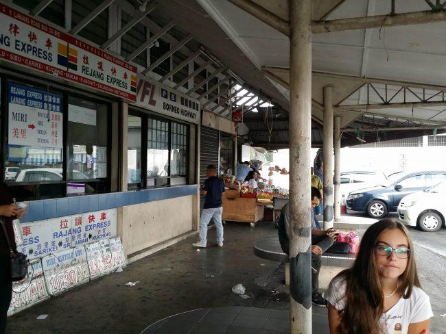 Terminal de Autobuses de Pujut Corner