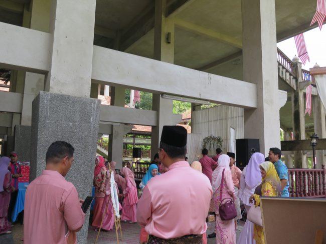 Invitados a una boda tradicional en Malasia