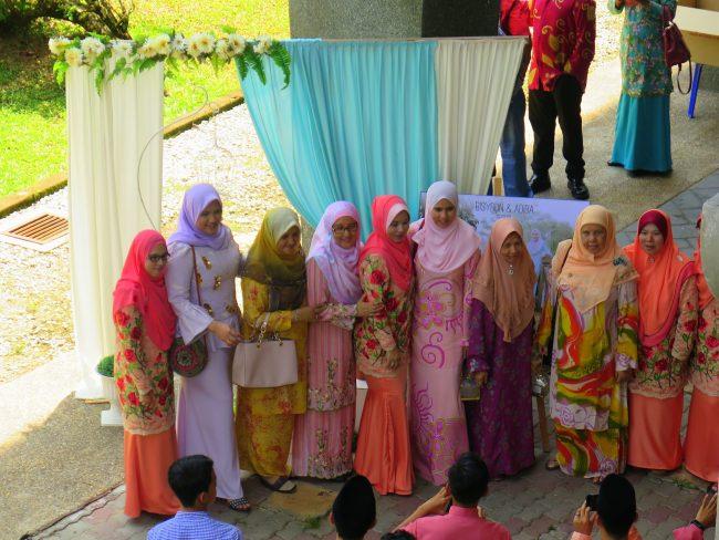 Trajes de ceremonia en Malasia