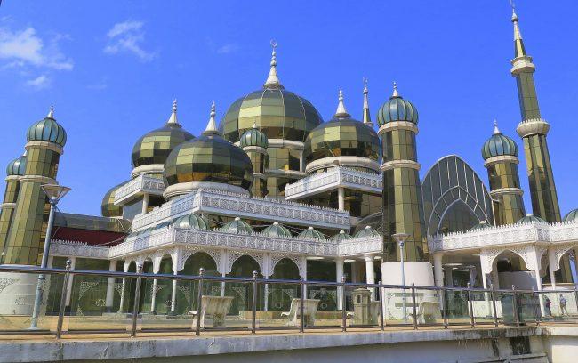 Mezquita sobre el río Sungai Terengganu