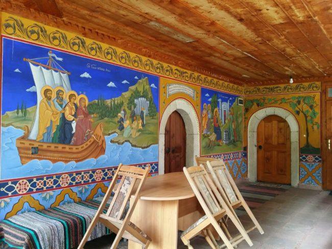 Comedor con murales del Monasterios de Preobrazhenski