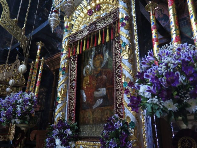 Icono Milagroso de la Virgen de las Tres Manos en el Monasterio de Troyan
