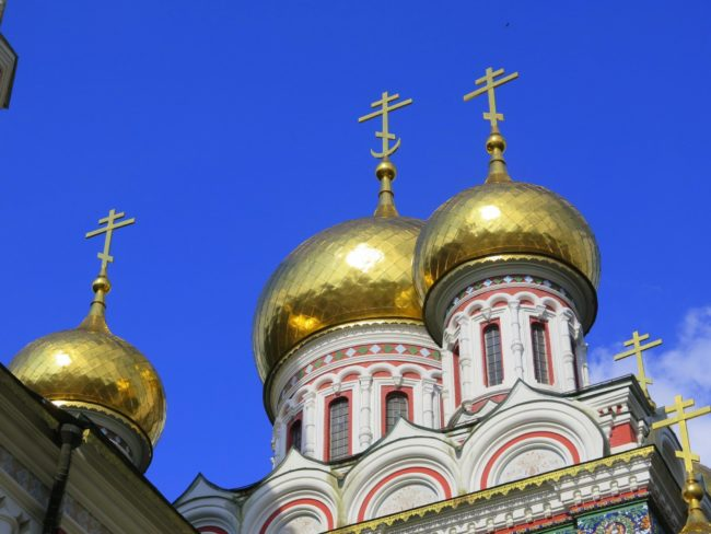 Cúpulas de cebolla en la Iglesia Memorial de Shipka