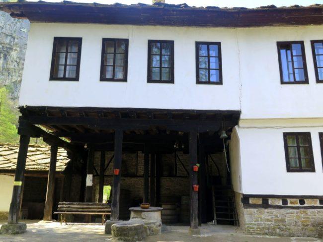 Alojamiento en el Monasterio de Dryanovo