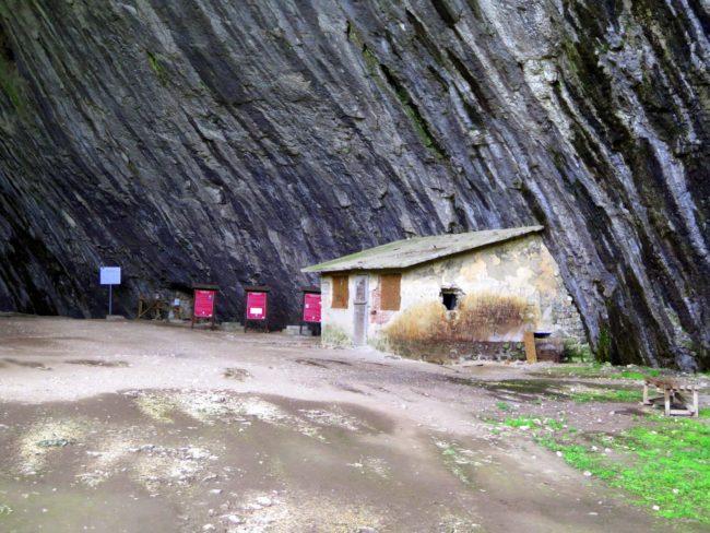 Sorprendentes construcciones en el interior de la Cueva Devetashka