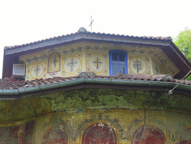 Cimborrio bellamente decorado en el Monasterio de Preobrazhenski