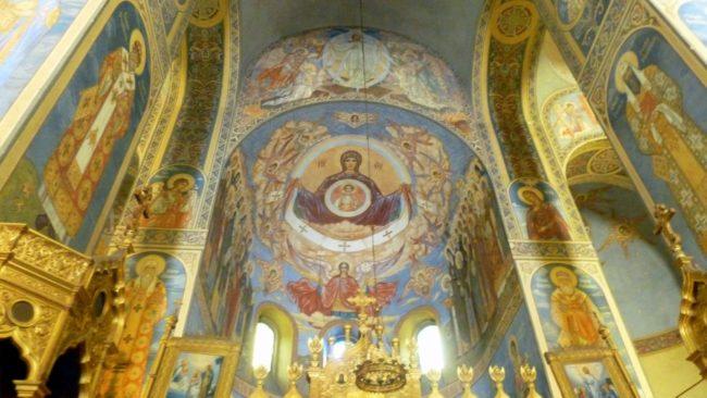 Frescos en el interior de la Iglesia Memorial de Shipka