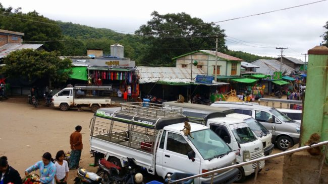 Desplazarse en las pick up de Myanmar