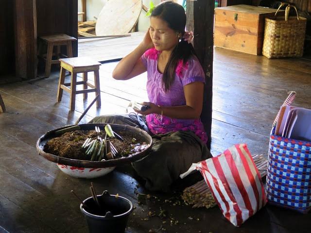 Elaboración artesanal de puros en Myanmar
