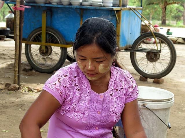 Típico maquillaje de Myanmar