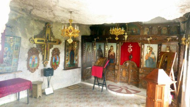 Increíble Monasterio búlgaro excavado en rocas