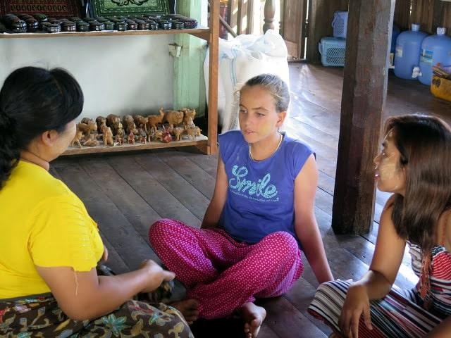 Thanaka en el rostro de las mujeres de Birmania