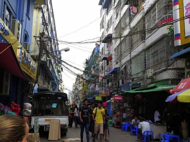 Típicas calles de Rangun