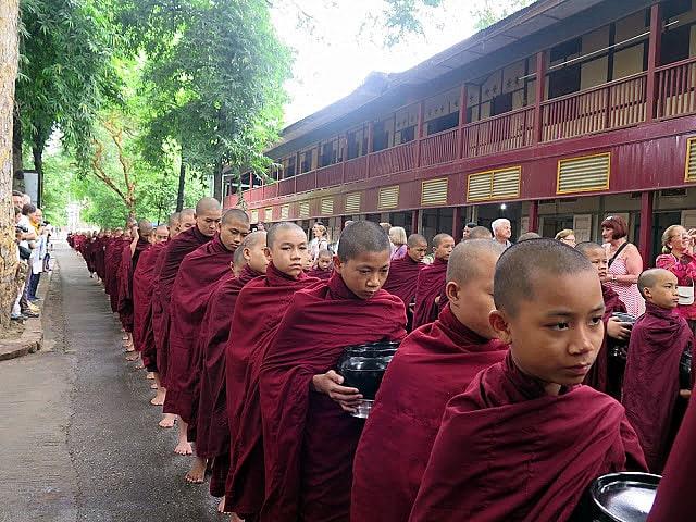 Monjes en el Monasterio de Amarapura