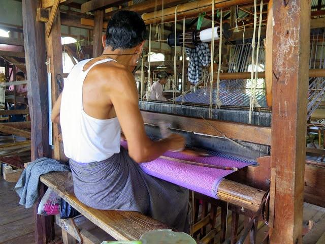 El típico pareo de los hombres de Birmania