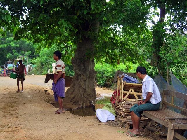 Indumentaria de los hombres en Birmania